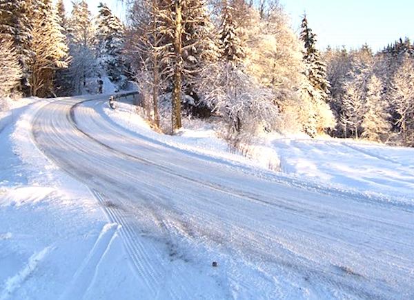 車で降雪地域を走行する場合